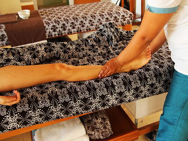 足首のマッサージ