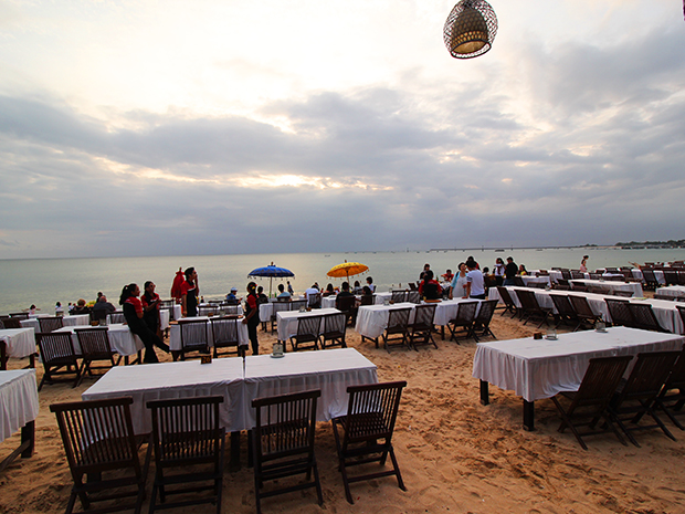 ジンバランイカンバカール・ビーチの風景