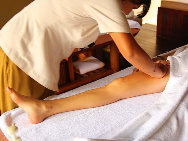 脚部のマッサージ
