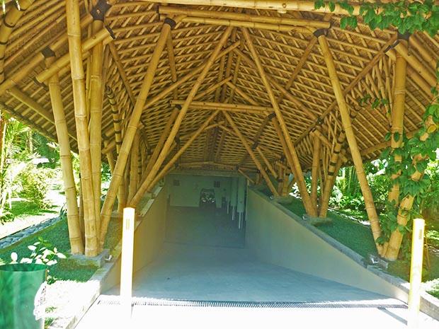 ジャングルバギー地下駐車場入り口