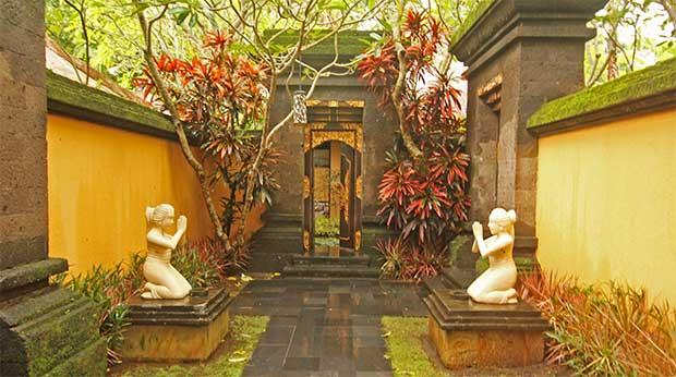 テルムマランバリ・スパヴィラ玄関部写真