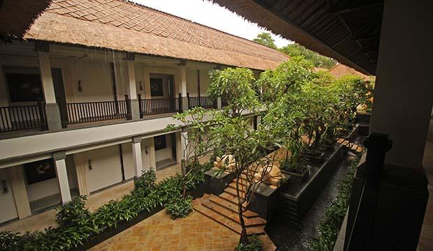 テルムマランバリ・スパ棟外観写真(2階から入り口を望む)