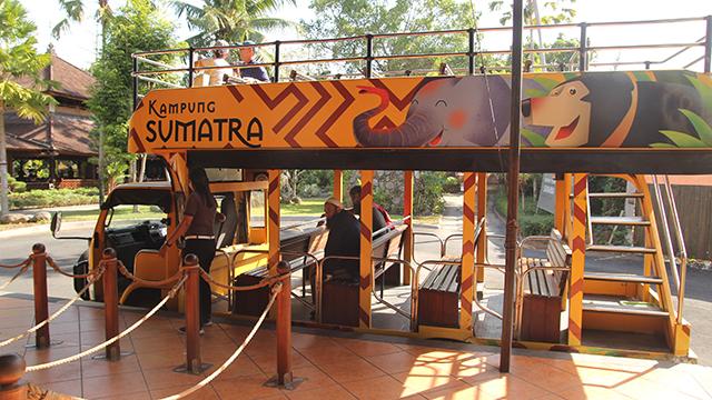 スマトラ村行きシャトルバス
