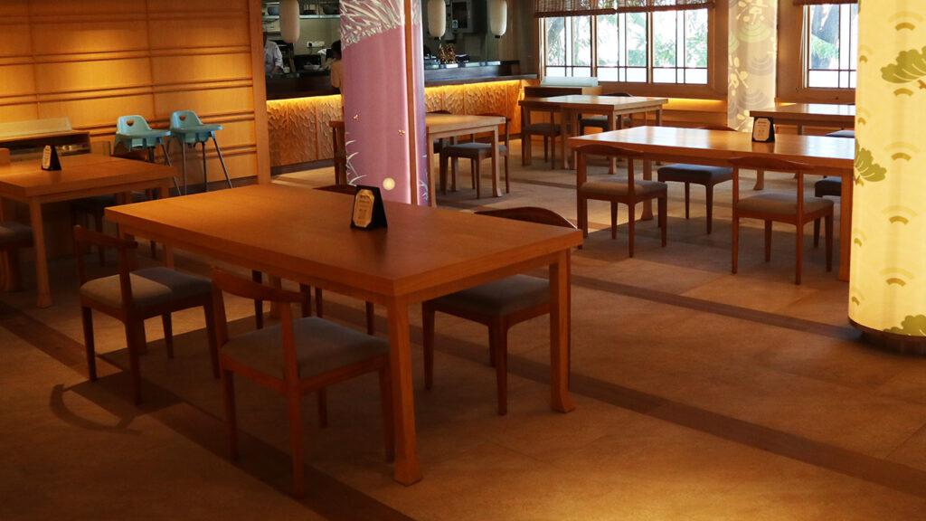 日本食レストラン渚店内